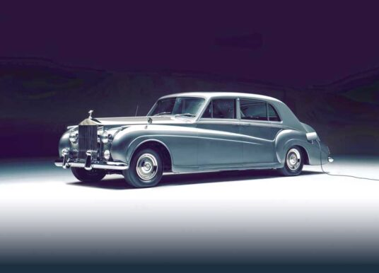 LUNAZ UNVEILS WORLD'S FIRST ELECTRIC CLASSIC ROLLS-ROYCE CARS